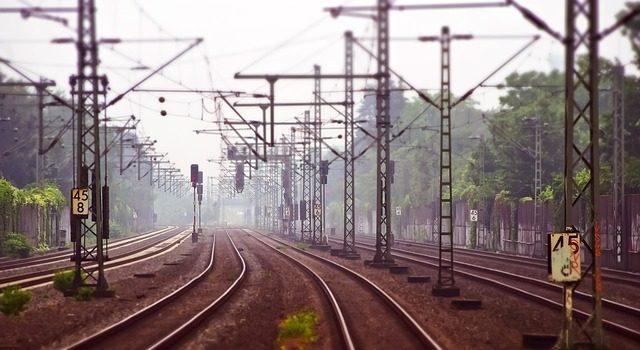 railway-tracks-3455169_640